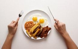 Có nên nhịn ăn sáng và ăn sớm bữa trưa?