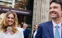 Siêu mẫu Nga và con trai chủ tịch LVMH kết hôn giản dị, ngắm váy cưới đơn giản của cô dâu lại càng bất ngờ