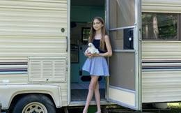 Chia tiền thành 3 phong bì để tiết kiệm, cô bé 11 tuổi mua ô tô cũ cải tạo thành nhà riêng với ý định làm kinh doanh