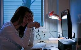 """Giữ thói quen này vào ban đêm chính là góp phần """"tăng tốc"""" gây ung thư và đột tử, hãy loại bỏ nó càng sớm càng tốt"""