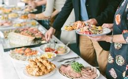 5 tâm lý ăn buffett xấu xí của khách hàng khiến nhà hàng tổn thất