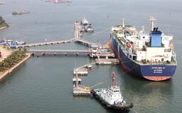 Reuters: Các nhà nhập khẩu dầu Việt Nam đưa ra nhiều ưu đãi nhưng vẫn không bán được hàng