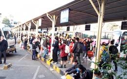 Bến tàu, bến xe Hà Nội quá tải, nhiều tuyến đường ùn tắc dịp nghỉ Tết Dương lịch
