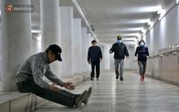 """Lạnh thấu xương dưới 10 độ C, người dân Hà Nội kéo nhau xuống """"hầm"""" tránh rét tập thể dục"""