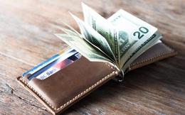 """Vô tình đặt ví xuống sàn, cô gái trẻ nhận được bài học """"nhớ đời"""" về giá trị của đồng tiền"""