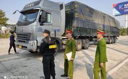 """Cận cảnh vụ bắt giữ 14 xe container chở 300 tấn hàng lậu """"rồng rắn"""" từ Trung Quốc về"""