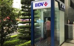 Tỷ trọng giao dịch rút tiền mặt tại ATM giảm rất mạnh trong năm 2020