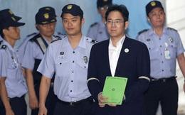Cổ phiếu Samsung cắm đầu lao dốc sau khi 'thái tử' Lee bị tuyên án 2 năm 6 tháng tù giam