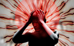 Bố đột quỵ, con dùng dao cứa tai chích máu gây nguy hiểm: BS cảnh báo 3 sai lầm chết người khi xử trí đột quỵ mọi người cần tránh