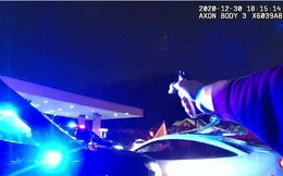 Minneapolis - Mỹ lại sôi sục trước đoạn clip cảnh sát bắn chết người da màu