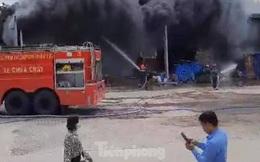 Công ty thiết bị xây dựng ở Bình Dương chìm trong biển lửa