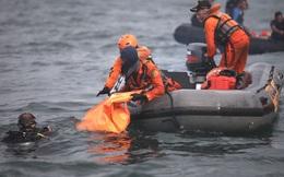 Tiết lộ đáng sợ của thợ lặn tìm kiếm xác máy bay Indonesia: Phi cơ nát vụn, chỉ thấy những mảnh thi thể nạn nhân