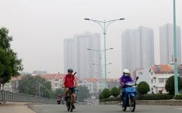 """Nhiều tòa nhà cao tầng ở TP HCM """"biến mất"""" trong màn sương"""