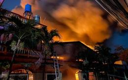 TPHCM: Cháy nổ kinh hoàng tại kho chứa vải khiến cả khu dân cư phải sơ tán