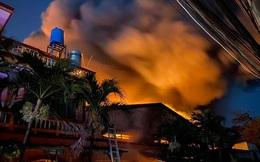 Hiện trường vụ cháy kinh hoàng nhà kho ở TPHCM