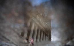 Goldman Sachs và JPMorgan đồng loạt khuyên nhà đầu tư giờ là lúc bắt đáy