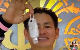 Chiếc bình xịt rửa tay được nạm hơn 5 nghìn viên kim cương khiến dân mạng choáng váng, hóa ra đó lại là sản phẩm của một người Việt đặc biệt