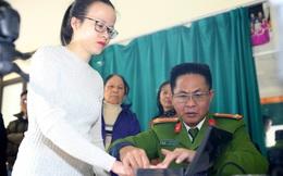 Ngày đầu tiên năm mới cấp thẻ căn cước gắn chíp điện tử cho nhân dân Thủ đô Hà Nội