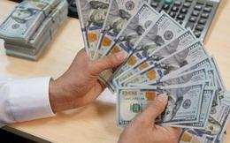 Giá USD tăng vọt trên thị trường tự do