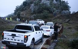 Băng tuyết phủ trắng Mẫu Sơn, hàng trăm người đổ lên xem gây tắc đường