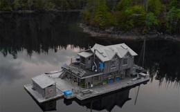 Ông lão mua một căn nhà rộng 70m2 trên mặt nước, sống nhàn nhã một mình hơn 30 năm: 'Không bị vật chất bó buộc, thế giới tinh thần trở nên phong phú hơn!'