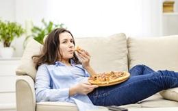 Đừng xem TV theo cách này nếu không muốn bị đau dạ dày, nhanh già đi, thậm chí mắc ung thư