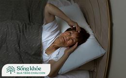 """Nỗi """"thống khổ"""" của không ít người sau tuổi 50+: Vì sao làm việc quần quật cả ngày nhưng đến giờ ngủ lại không thể nghỉ ngơi, càng già càng khó vào giấc?"""