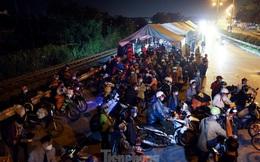 Cả nghìn người từ các tỉnh phía Nam đi xe máy qua Hà Nội để về quê trong đêm