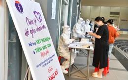 Ứng dụng công nghệ trong tiêm chủng tại Nhà Bè – Bác sĩ nhẹ tênh, người dân có QR code