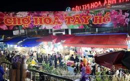 Chùm ảnh: Sáng sớm 30 Tết, biển người chen chân tại chợ hoa lớn nhất Hà Nội lựa mua hoa