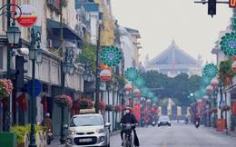 Hà Nội sáng mùng 1 Tết: Đường đông hơn mọi năm nhưng vẫn thênh thang yên bình đến lạ, người dân thong thả đạp xe, đi lễ đền Ngọc Sơn