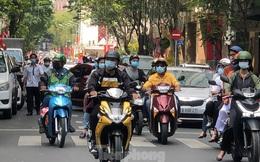 Sài Gòn nhộn nhịp trưa Mùng 1 Tết, dân đeo khẩu trang kín mít đi lễ chùa đầu năm