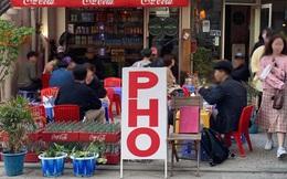 Chiếc ghế nhựa vỉa hè của Việt Nam giữa đất Seoul và bước chân người Việt sang nước Mỹ