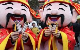 """""""Muôn hình vạn trạng"""" ngày Vía Thần Tài ở Trung Quốc: Người tranh nhau """"quét mã"""" nhận lì xì online, hàng vạn người giành lấy tiền cổ vì muốn may mắn"""
