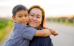 Con học tập không xuất sắc nhưng vừa tốt nghiệp đã nhận thư mời làm việc của 4 tập đoàn lớn, bà mẹ ở Hà Nội chia sẻ đôi lời mà ai đọc xong cũng thấm thía