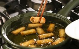 """Những sai lầm """"chết người"""" khi dùng dầu ăn mà hầu hết người Việt đều phạm phải, vô tình biến món ăn thành """"chất độc"""""""