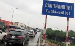 Cầu Thanh Trì ùn tắc trong ngày đầu hạ tốc độ xuống 60km/h