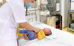 Rửa mũi nhầm bằng cồn 90 độ, bé 5 tháng tuổi bị bỏng niêm mạc: BS gửi lời cảnh báo cho tất cả các bố mẹ