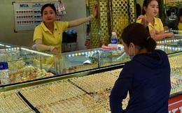 """Giá vàng hôm nay 20-3: """"Bốc đầu"""" vọt lên dù các quỹ đầu tư bán tiếp 4 tấn vàng"""