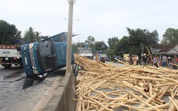 Thanh Hoá: Lật ô tô chở gỗ khiến 7 người tử vong