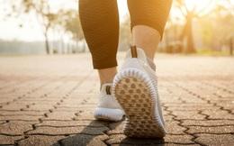 Đi bộ giúp kéo dài tuổi thọ nhưng đang đi mà thấy 4 dấu hiệu này thì phải dừng lại ngay lập tức kẻo nguy hiểm tính mạng
