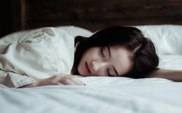 """Trong và sau khi ngủ mà thấy dấu hiệu """"kỳ lạ"""" này nghĩa là cơ thể bạn đang lão hóa nhanh, rất cần khắc phục kịp thời"""