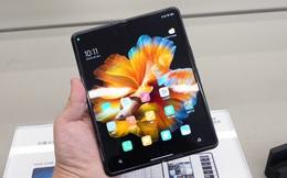Tung điện thoại màn hình gập giá tối đa 2.000 USD, Xiaomi quyết đấu Samsung, Huawei