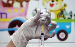 Cận cảnh những mũi tiêm vắc xin COVID-19 đầu tiên ở 'điểm nóng' Hải Dương