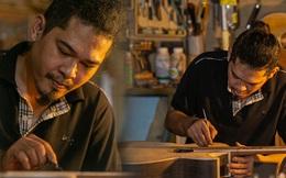 """Chàng trai Sài Gòn 15 năm làm đàn guitar handmade: """"Có người nước ngoài mang bộ gỗ 70 triệu đến đặt mình làm"""""""