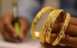 Vàng sụt gần 200.000 đồng/lượng, USD tự do tăng vọt qua 23.700 đồng