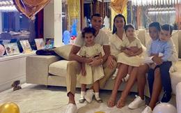 Những bí mật về cuộc sống gia đình Ronaldo sẽ được bạn gái tiết lộ trên phim?