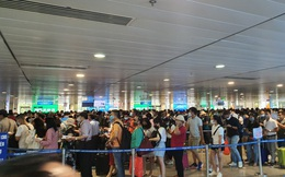 Hành khách tăng đột biến, sân bay Tân Sơn Nhất lại quá tải dịp cuối tuần