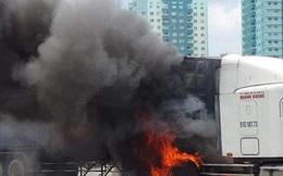 Xe container cháy dữ dội trên xa lộ Hà Nội, cửa ngõ TPHCM kẹt xe nghiêm trọng