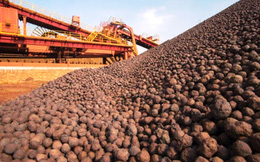 Giá quặng sắt giảm hơn 10%, thép thanh, thép cuộn cán nóng Trung Quốc cao kỷ lục